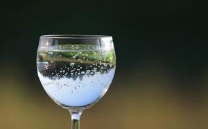 Mitos e verdades da água com gás